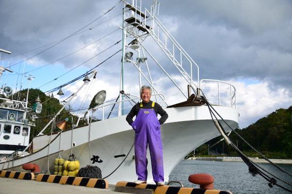 「試しに俺の船に乗ってみろ」海に恋した漁師からのメッセージ。