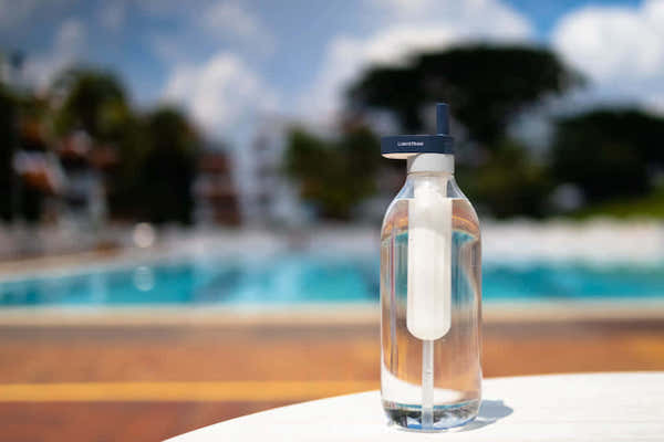 待ち時間なし。ボタン一つで水を浄化する再利用可能ストロー「LUMISTRAW」
