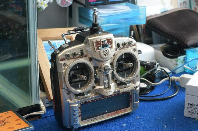 海洋生物ロボットの操縦機
