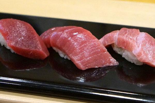 寿司に薫らせる次郎のエレガンス 銀座「すきやばし次郎」|マッキー牧元の「行かねば損する東京の和食」