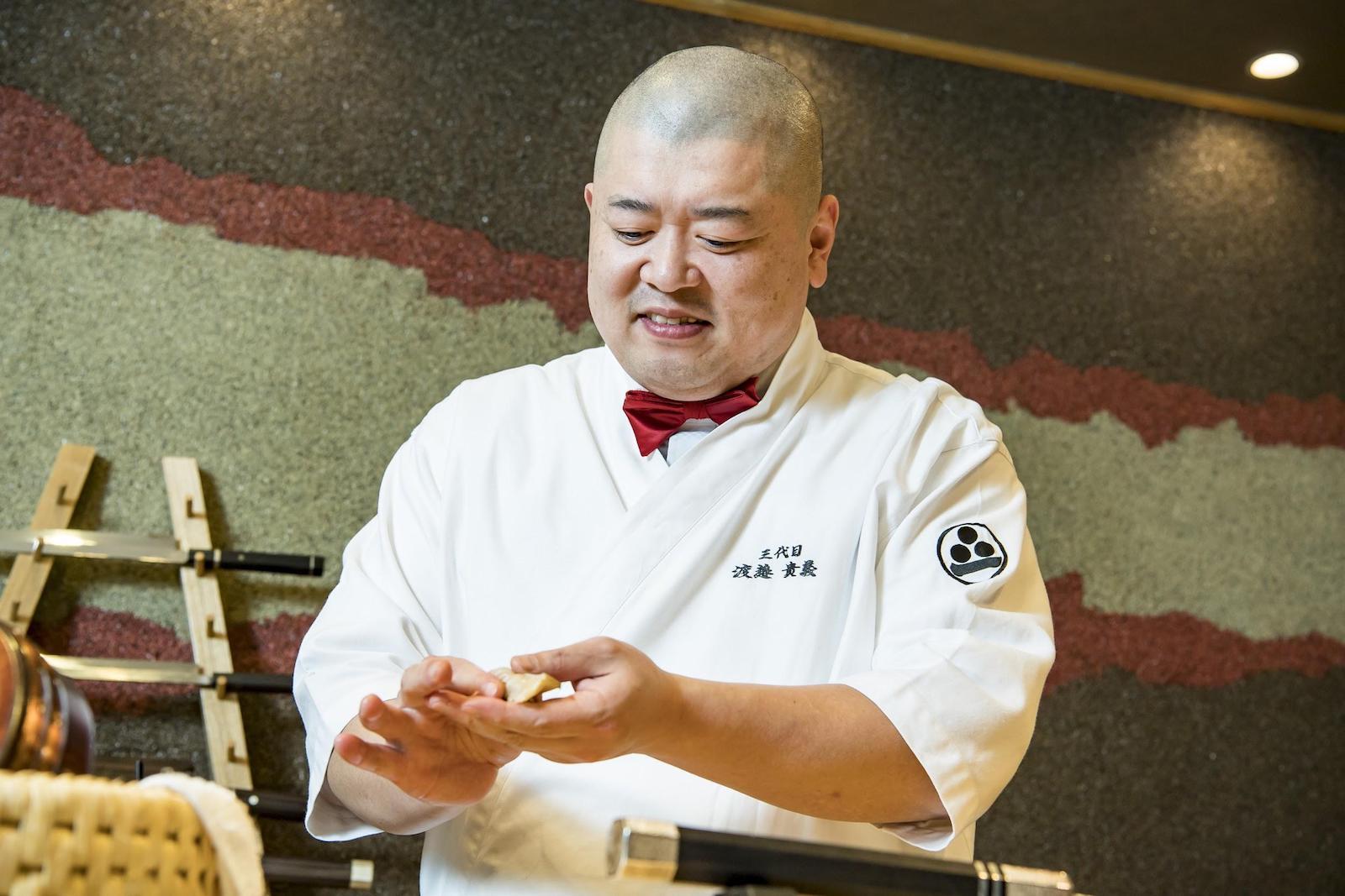 寿司をにぎる渡邉さん