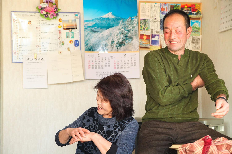 えりも漁協女性部連絡協議会会長の川﨑尚子さんと夫の幸一さん