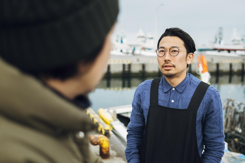 柿次郎と話す川口さん