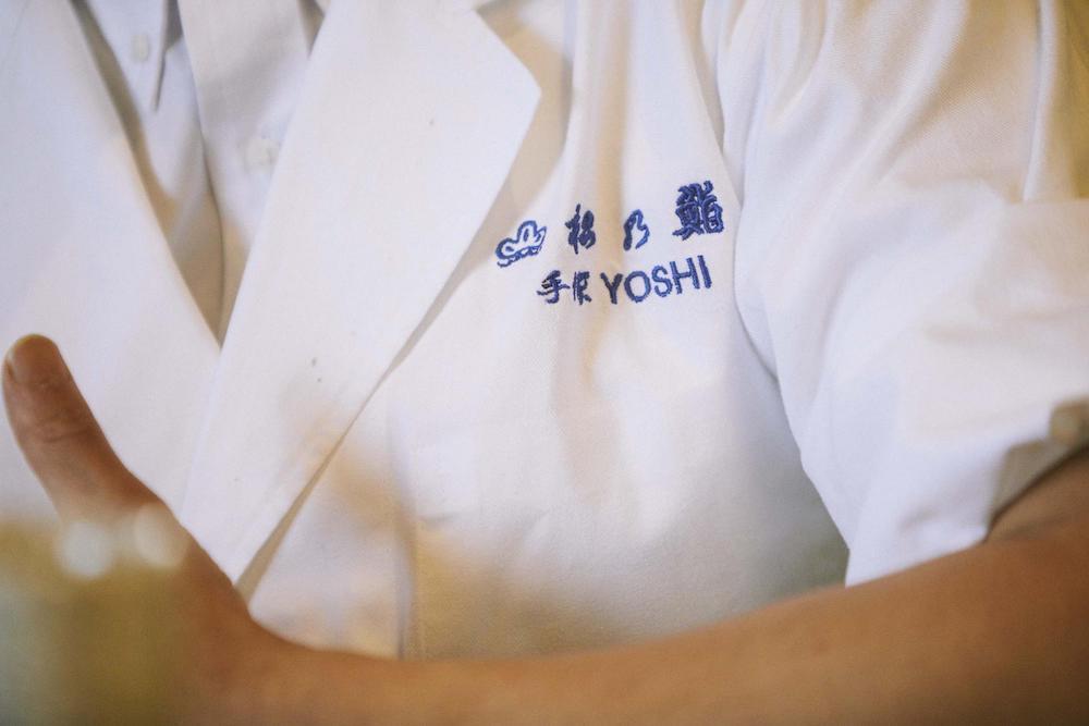 手塚さんの胸元の写真