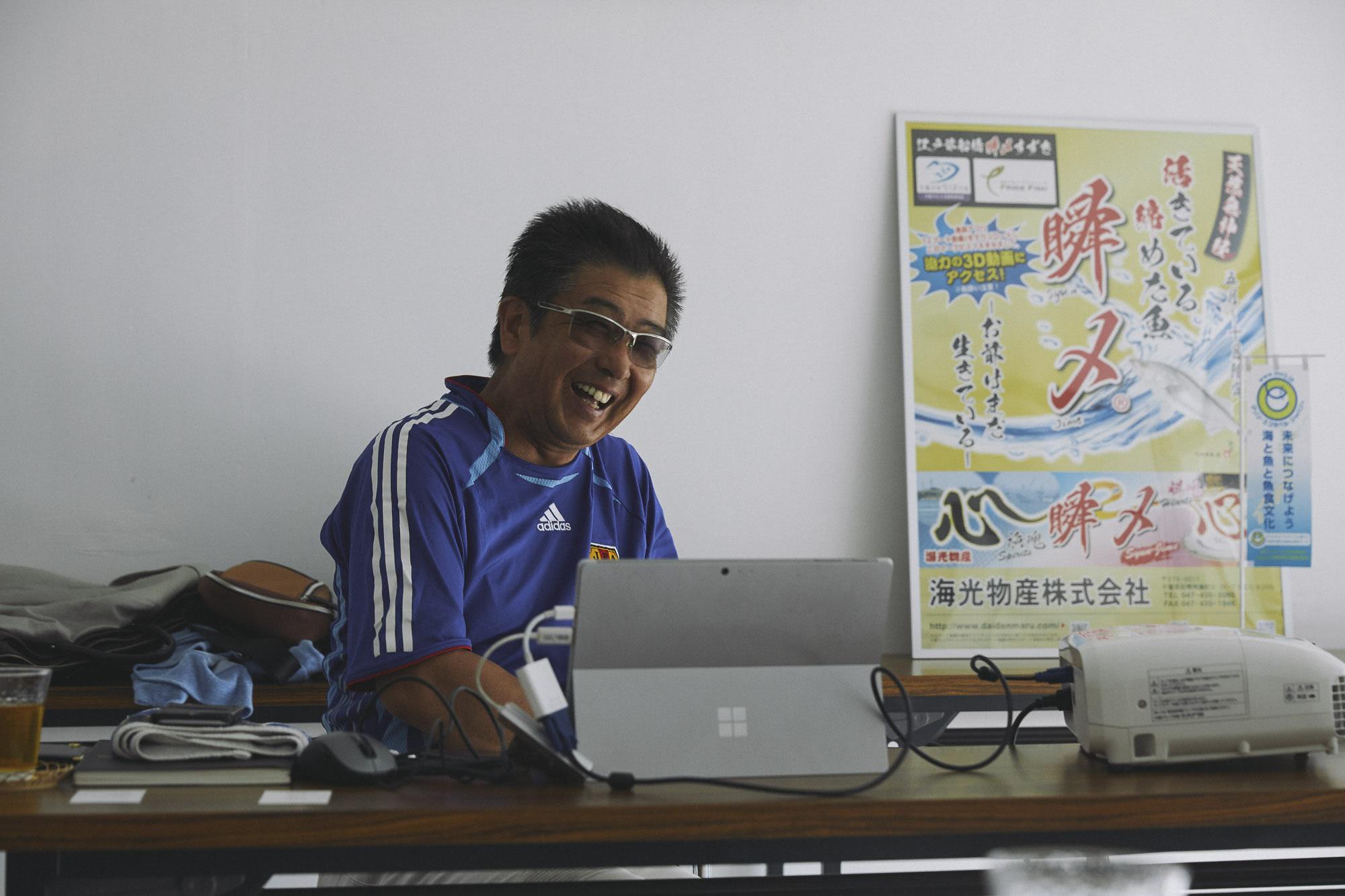 インタビューを受ける大野さんの画像