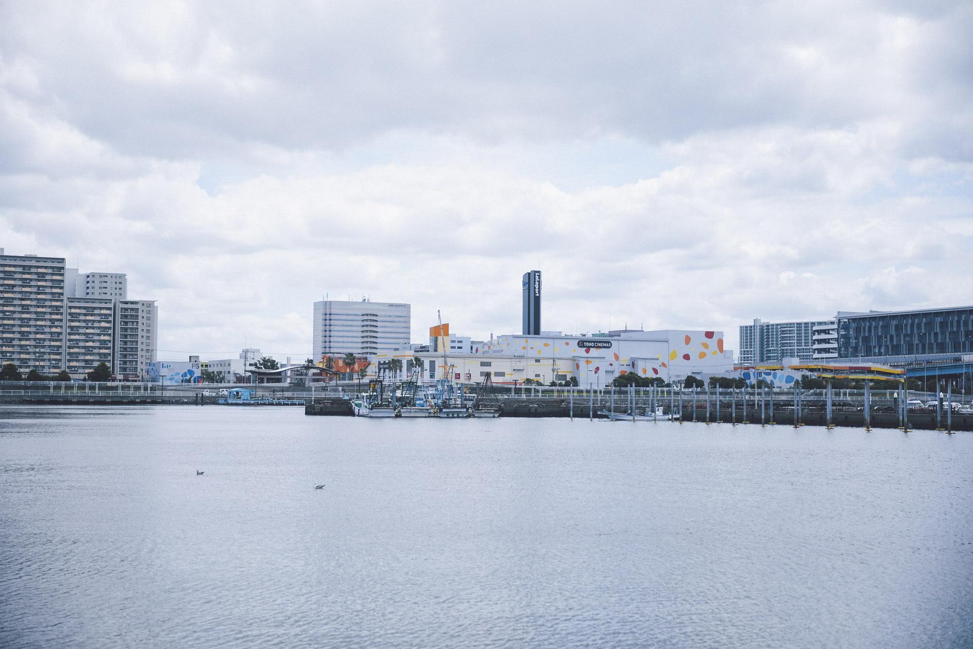船橋の漁港から見える景色