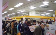前回開催時の会場光景。人気店には長蛇の列。