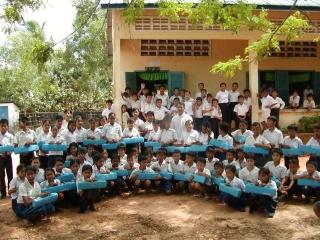 日本国内で楽器を集めてカンボジアへ贈っています
