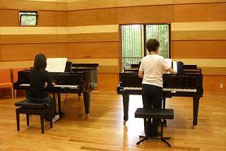一流の演奏家による講習会が充実しています