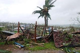サイクロン「パム」が直撃した南太平洋の島国バヌアツで15日、非常事態が宣言された。バヌアツ政府当局者は「全土を対象にした非常事態宣言だ」と述べた。写真はサイクロンが直撃した首都ポートビラ=14日撮影【時事通信】