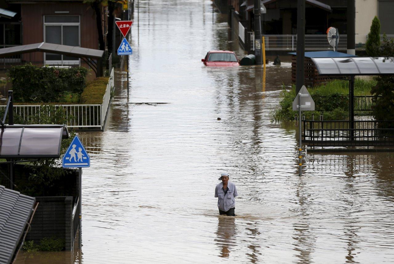 台風18号が列島縦断 茨城・栃木で記録的大雨 ※写真:ロイター/アフロ