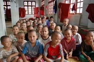 [子どもたちに寺子屋学校を]の画像