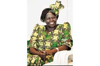 環境分野で初のノーベル平和賞を受賞したケニア人女性、ワンガリ・マータイさん(写真提供:毎日新聞社)