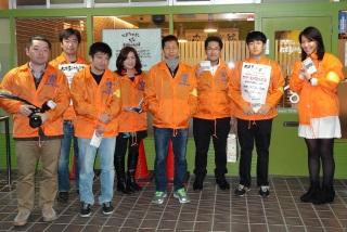 新宿歌舞伎町にある「駆け込み寺」の前で。「夜廻りパトーロール」(毎週土曜日夜)に出かけるボランティアのメンバーです。