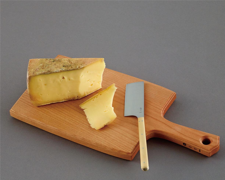 いつでも切りたてのチーズが楽しめます!
