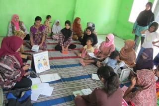 村人への保健教育(インドネシア)