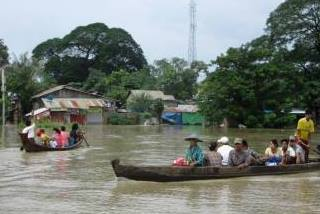 ミャンマー中部 避難する人々 ※写真提供:在ミャンマー支援者