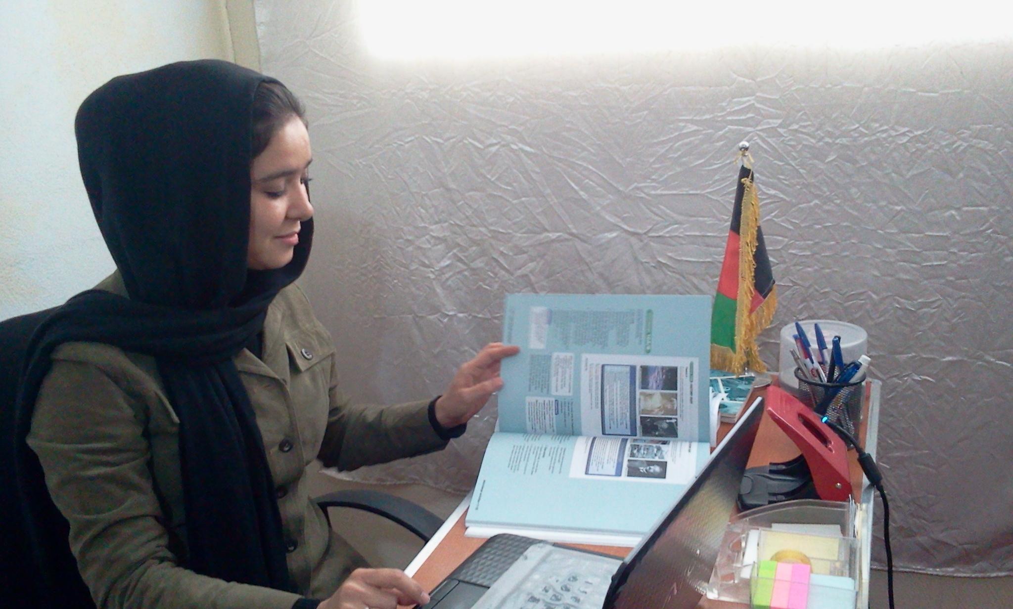 アフガ二スタンに帰還して祖国復興のために働くザハラさん