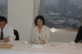民間ボランティア団体への助成に関する運営委員会の様子。女優の故・田中好子さんも参加
