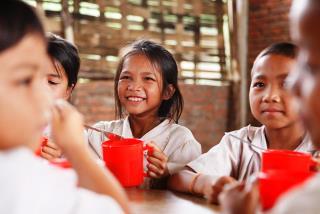 一杯の給食が子どもたちの未来へとつながります。©Mayumi.R