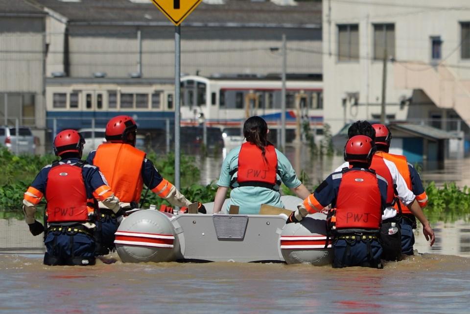 [【台風18号大雨災害】被災者支援、救助犬チーム支援 緊急募金(ピースウィンズ・ジャパン)]の画像