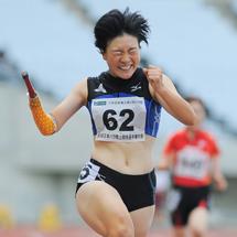 義手とともに世界を駆ける! T47(片前腕切断など)クラスの100m日本記録保持者の三須穂乃香は、パラ陸上界の期待の新星だ。