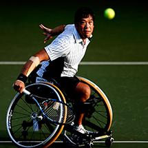 NEC全日本選抜車いすテニス選手権でプレーする齋田悟司 選手。所属:シグマクシス