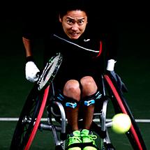 NEC全日本選抜車いすテニス選手権でプレーする川野将太選手。
