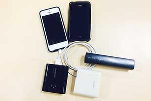 スマホとバッテリーの写真