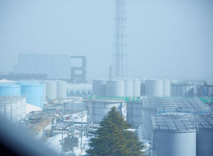 窓から見る発電所