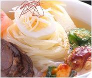もりおか冷麺2種類食べくらべの写真