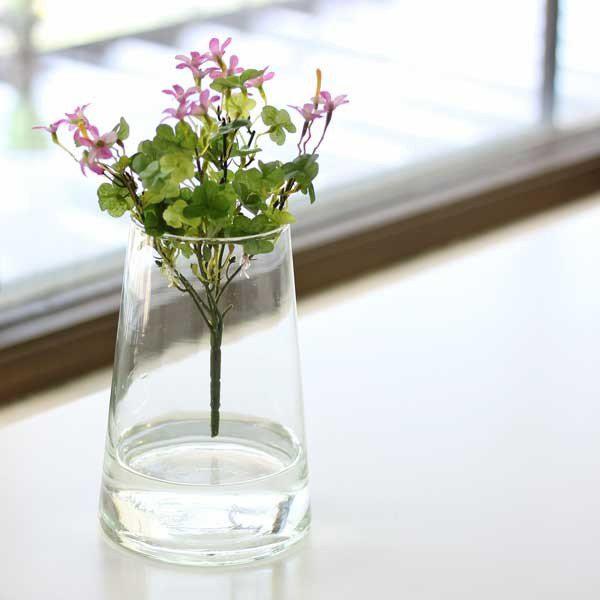 再生ガラスの花瓶の写真