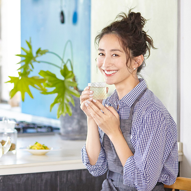 神山まりあさんの、ほんわか幸せレシピ【八女茶で涼しげジュレサラダと茶葉のグラノーラ】
