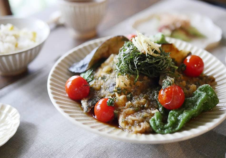 太陽の恵みを食べよう!<br>食欲そそる、ナスとコーンの夏野菜レシピの写真