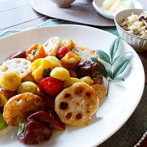 オーガニックな秋の食卓。<br>うまみが濃い地鶏ごはんと栗・秋野菜の甘酢あん