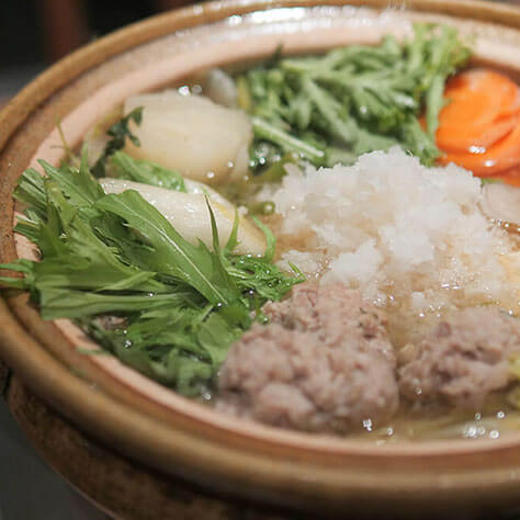鶏つみれと生ダラのみぞれ鍋、<br>シメはアジアン雑炊で決まり!