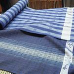画像:できあがった染織の布