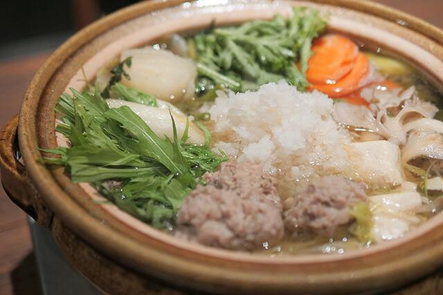 鶏つみれと生ダラのみぞれ鍋、シメはアジアン雑炊で決まり!