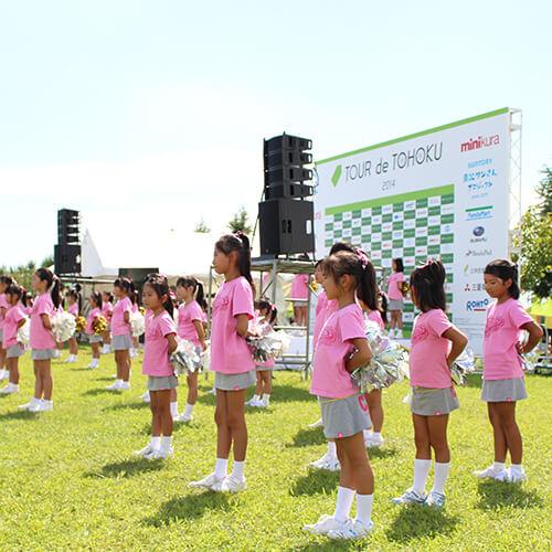 写真:チアダンスをする子どもたち