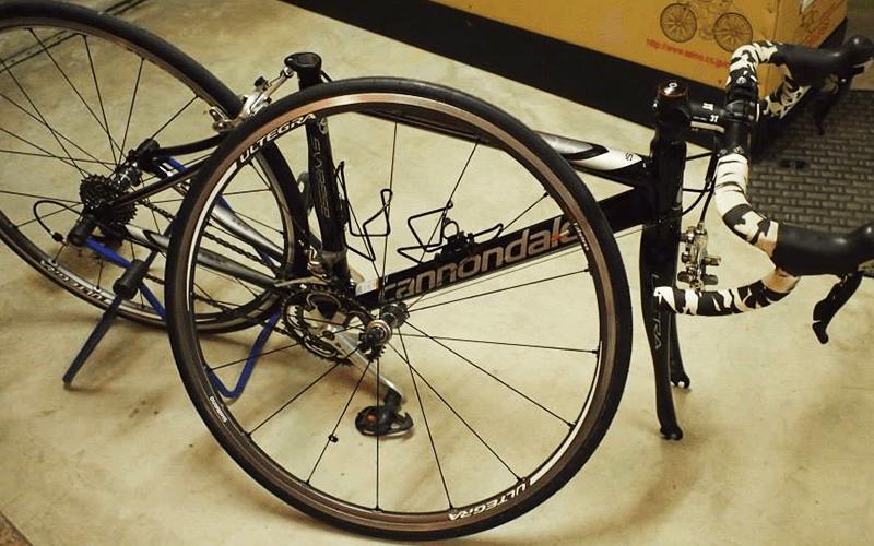 自転車を解体した写真
