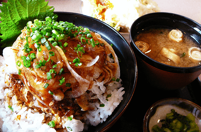 写真:牛タンバーグの仙台ネギみそソース丼