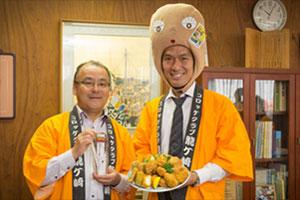 龍ケ崎市 中山市長(左)と、コロッケクラブ龍ケ崎 飯島会長(右)