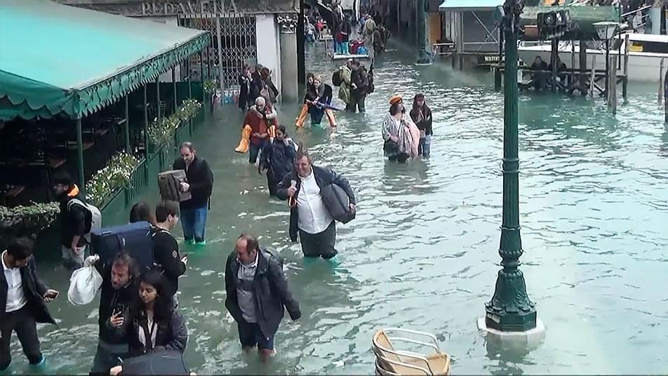 水没被害でも働くベネチア 作品サムネイル