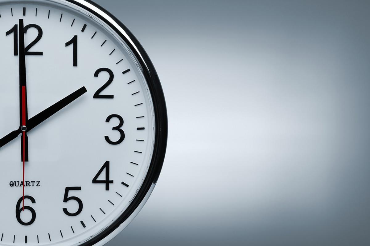 時計の右半分が写っている画像
