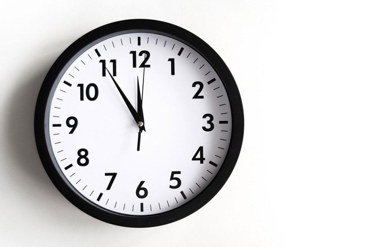 11時55分の時計