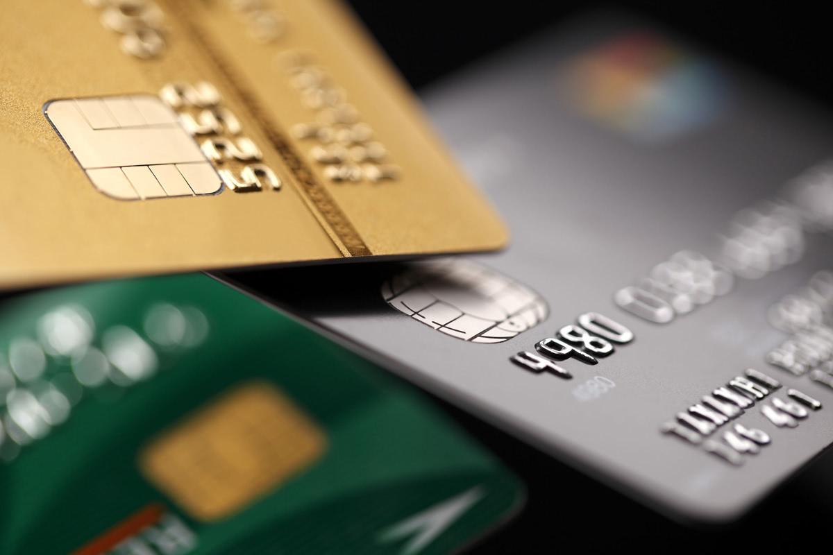 クレジットカードが積み重なっている画像