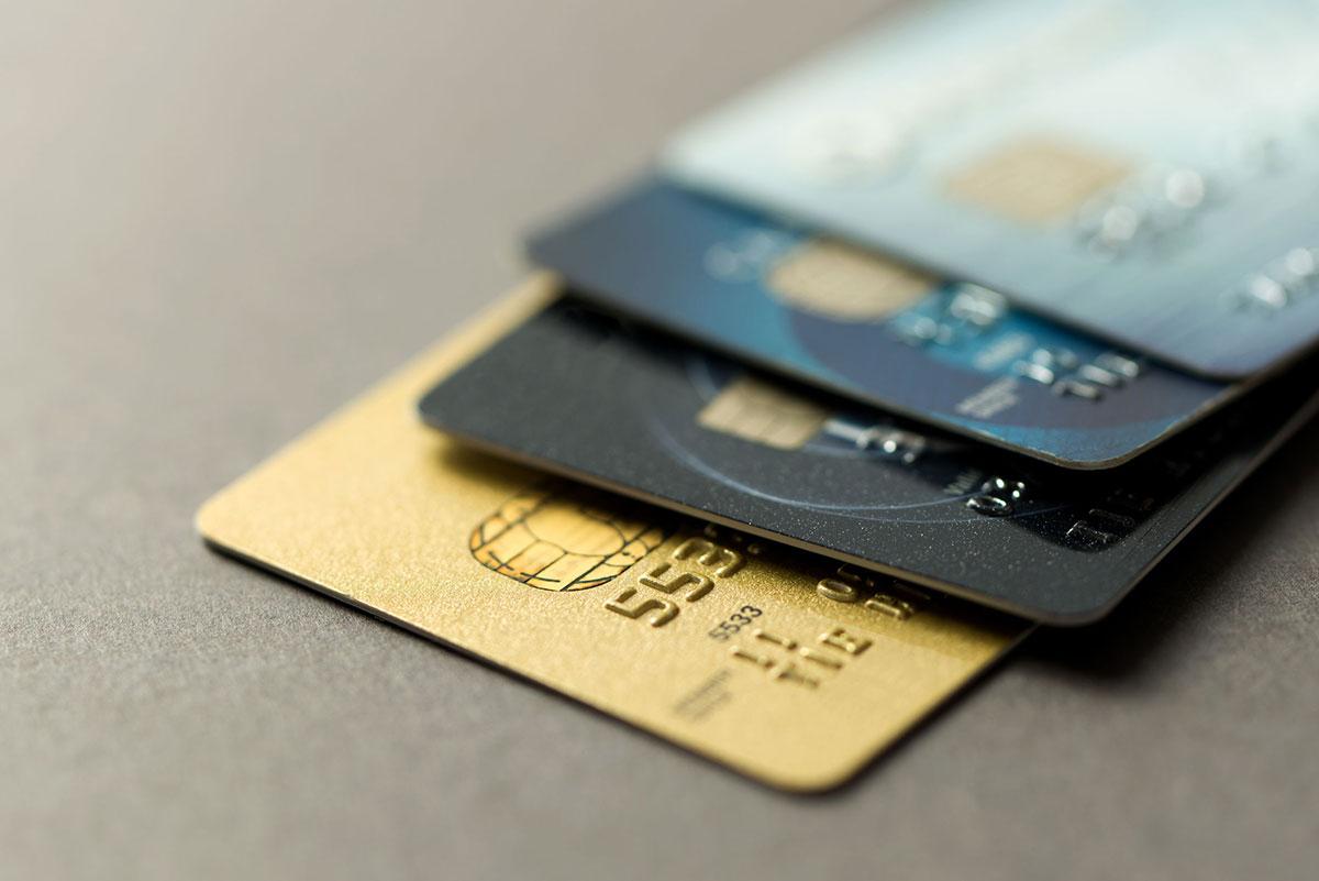 クレジットカードが重なった画像