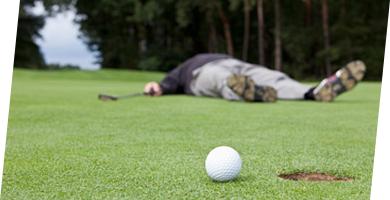男性が知人とゴルフをしてたところ、男性が打ったゴルフボールが知人の頭部を直撃。