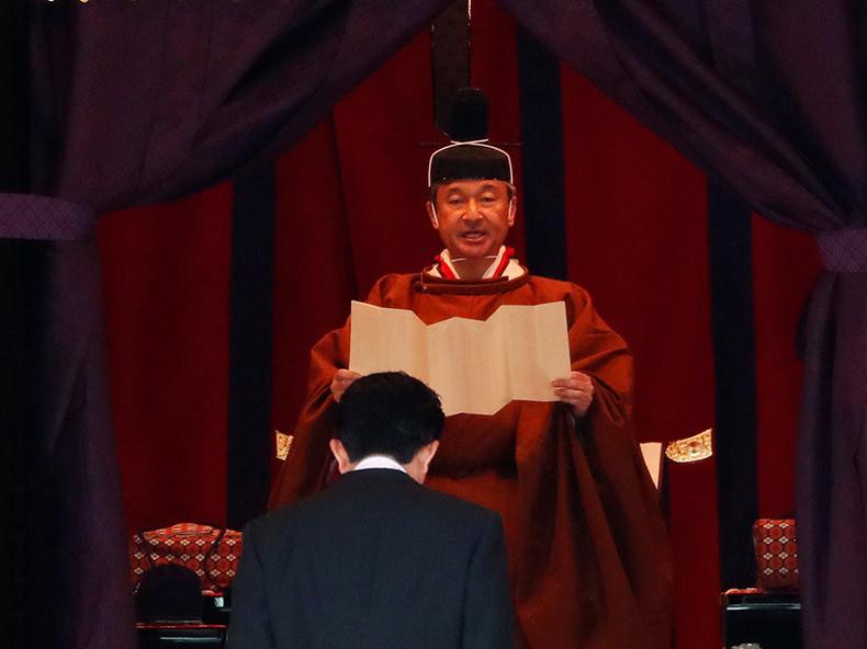 天皇陛下、即位を宣言