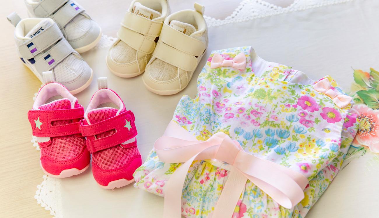 寄付金で購入した子どもたちのオシャレ着と靴